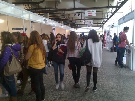 Ufficio Di Collocamento Roma : Disoccupata da anni si incatena davanti al centro per l